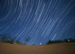 砂丘に昇る冬の星座