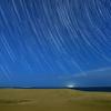 月夜の砂丘に沈む夏の大三角