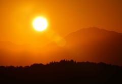 大山連峰に沈む夕日