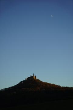 月と黄昏のホーエンツォレルン城