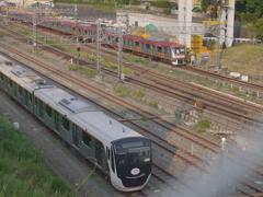 東急6000系と東急6020系(フェンス邪魔)