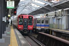 南海電鉄の赤い電車があった