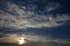 夏の梅雨明けの雲