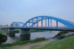 梅雨入りの丸子橋