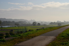 朝靄の多摩川