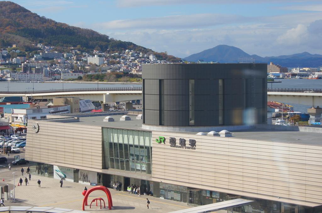 函館駅 (ルートイングランディア函館の窓から)