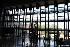 川崎市民ミュージアムの逆から