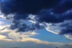 彩雲と黒い雲
