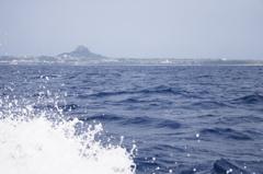 波の向こうに宝島