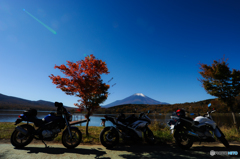 富士山と紅葉とバイクと