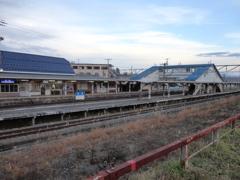 列車を待つ・・・