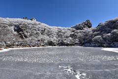 御池と霧氷