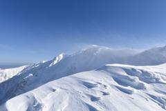 雪煙たなびく伯耆大山