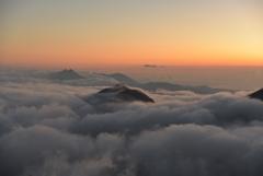 天空の山々