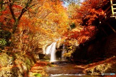 燃える小さな滝