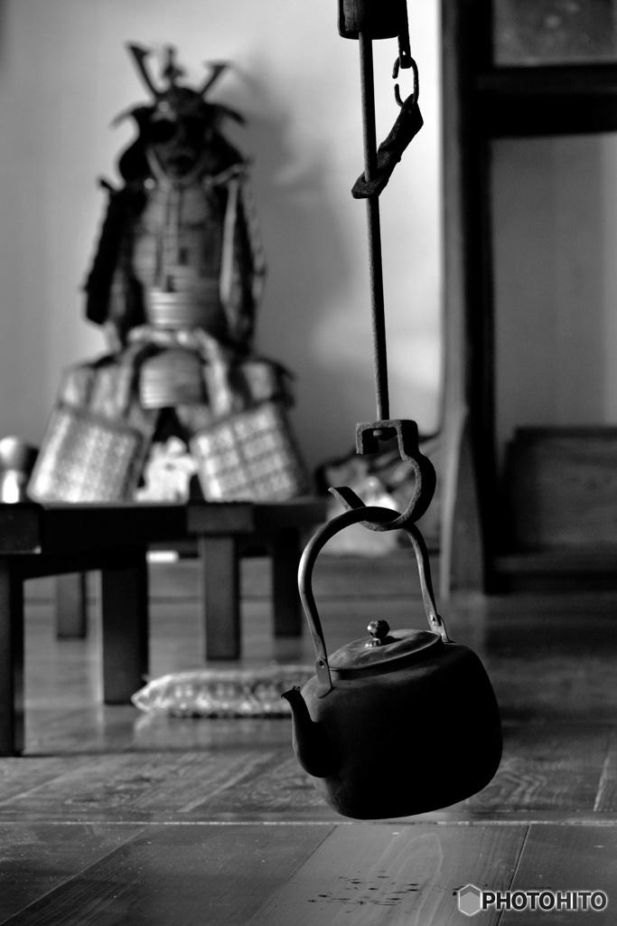 甲冑と鉄瓶