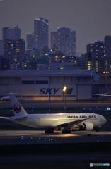 薄暮の空港----④