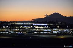 空港夕暮れ----⑨