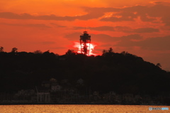 江の島に日が沈む