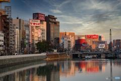 日が落ちる歓楽街