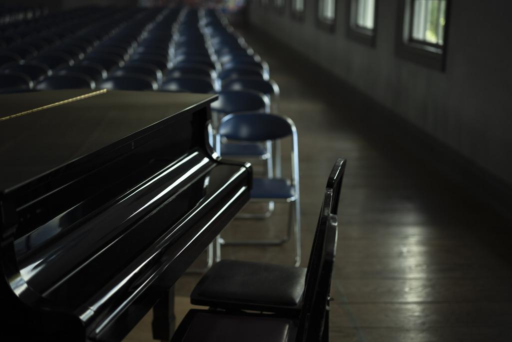 講堂の風景 ピアノ