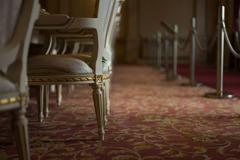 華やかな椅子