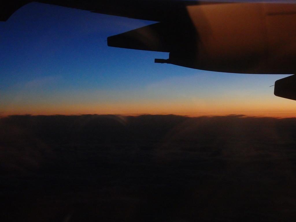 飛行機からの夕暮れ