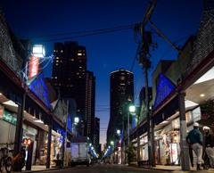 ある商店街の夕暮れ