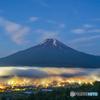 靄に煙る山村