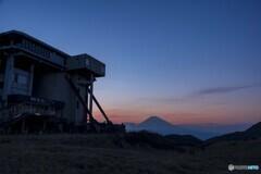 ロープウェイ駅と富士山