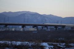 夕暮れの北信濃を疾走する北陸新幹線「かがやき」!