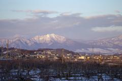 高社山を遠く望む!