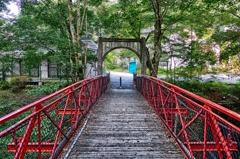 赤色の一本橋