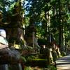 弘法大師の御廟へ向かう