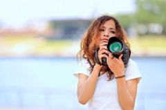 カメラを持つ(持たされる)3
