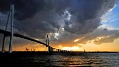 夕日 VS 雨雲