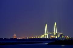 空を照らす 大橋