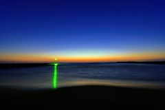 防波堤の灯り