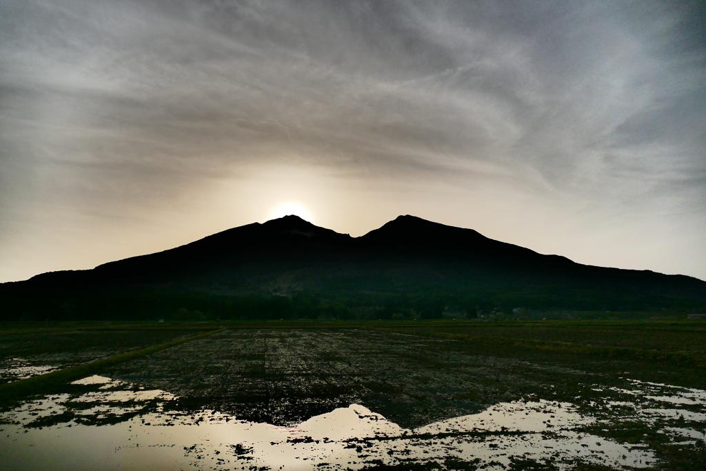 日没の磐梯山 三点