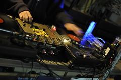 Who am I ? The DJ !
