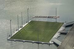 海に浮かぶサッカー場