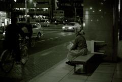 秋の夜にバスを待つ - Old Friends 19 -