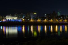 対岸の灯り