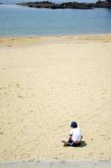 青い海と小さくなった体操着
