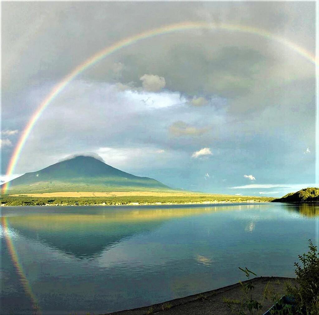 富士山にかかる虹1