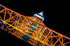 真下からみた東京タワー