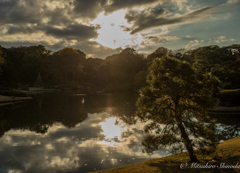 水面に映る夕陽
