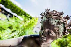 少女の銅像
