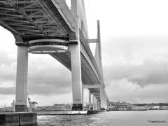 雨のベイブリッジ
