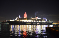 Queen Mary 2 大阪 停泊